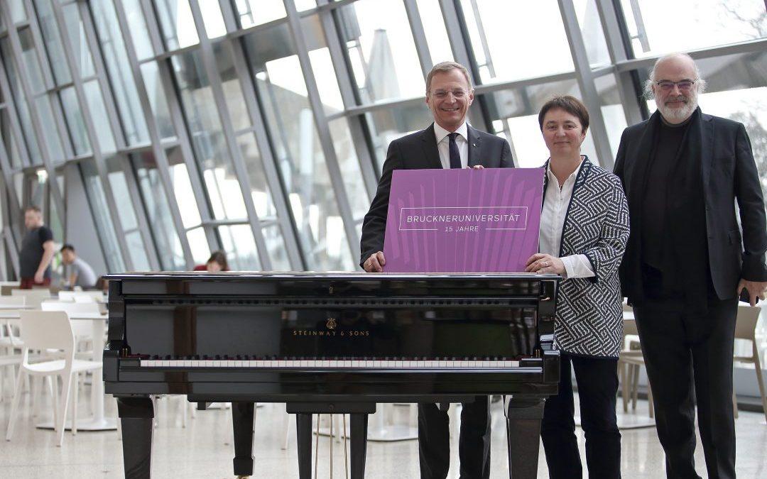 Die Anton Bruckner Privatuniversität feiert ihr fünfzehnjähriges Bestehen